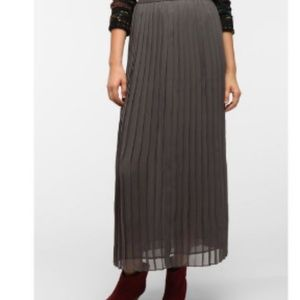 Urban Outfitters Pleated Maxi skirt - grey